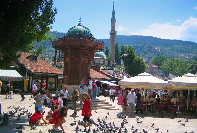 http://www.visitmycountry.net/bosnia_herzegovina/en/images/stories/atrakcije/sarajevo/sarajevo_visitmycountry.jpg